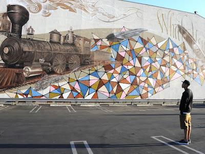 Mural de una locomotora en la calle