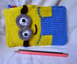 http://translate.googleusercontent.com/translate_c?depth=1&hl=es&rurl=translate.google.es&sl=en&tl=es&u=http://stana-critters-etc.blogspot.com.es/2014/08/knitting-pattern-for-minion-pencil-box.html&usg=ALkJrhiO8BPZH24mKPGGvFtmCyOraaNnSw
