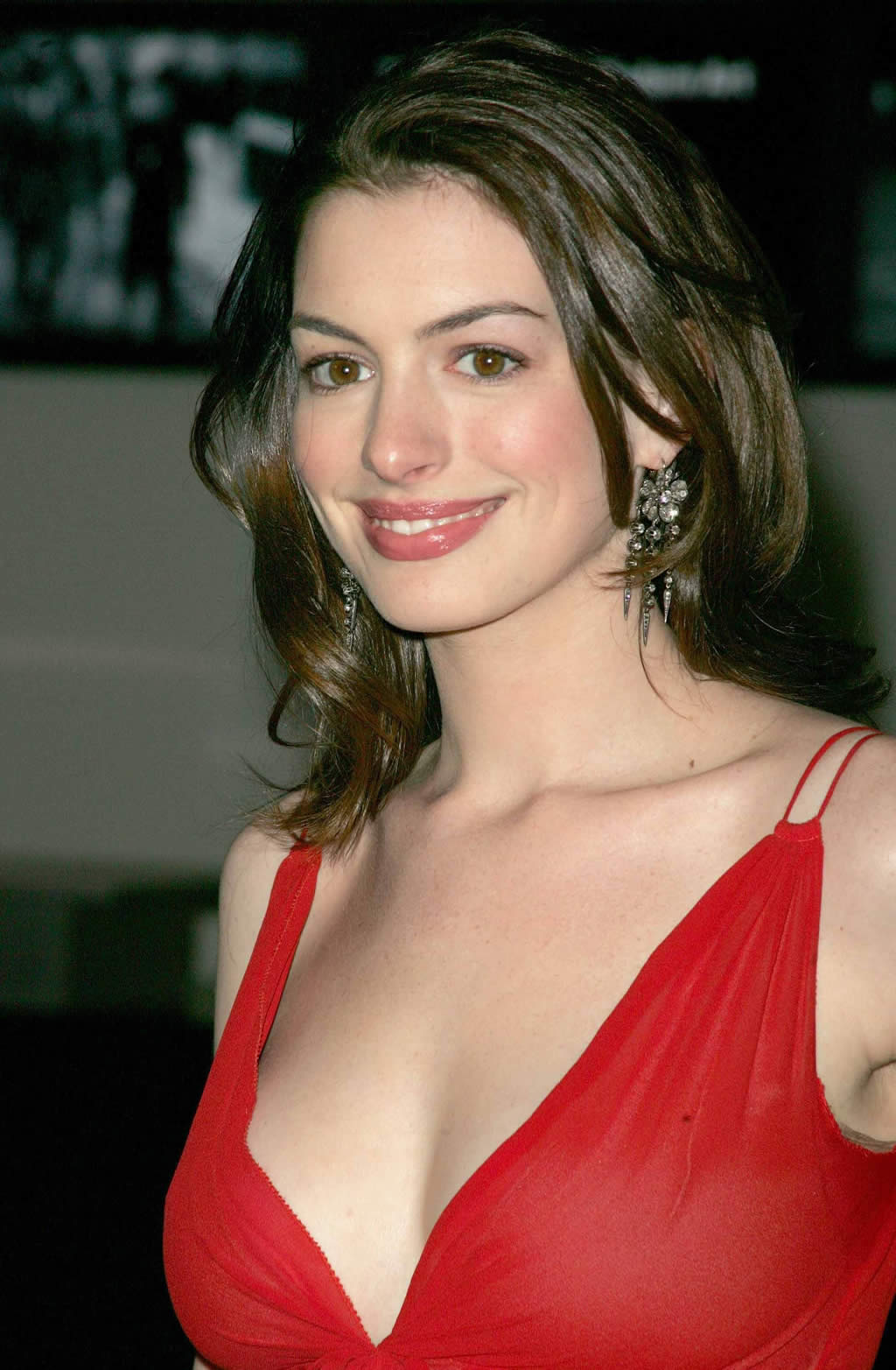 hollywood actress anne hathaway tv celebrity cosmics april