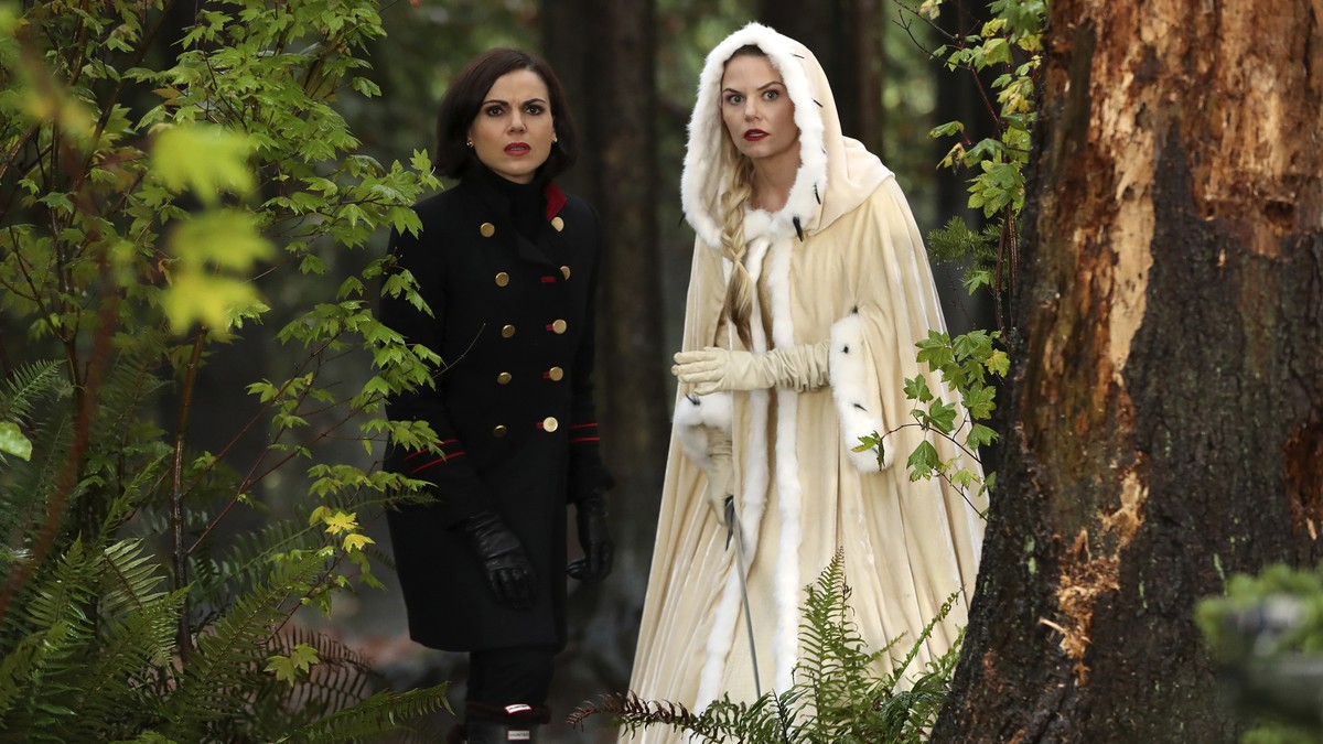 Lana Parrilla y Jennifer Morrison en 'Once Upon a Time'.