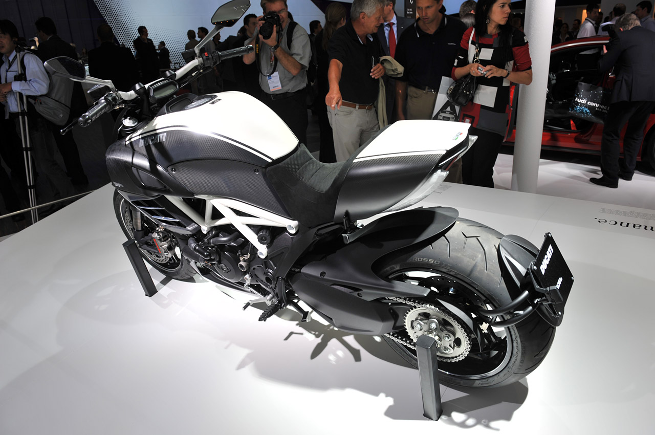 limited edition ducati diavel titanium motorcycle debuts at EICMA