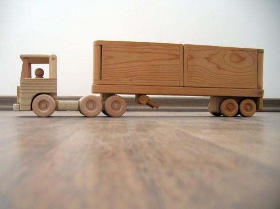 miniatur truk kontainer kayu