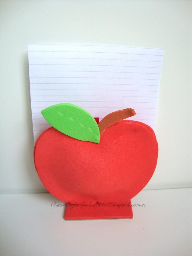 Manzana en goma eva como porta notas