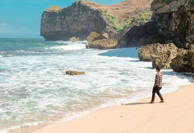 Pantai Ngluen Saptosari Gunung Kidul Yogyakarta