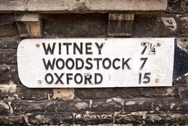 Oxford, Witney & Woodstock on an old street sign in Charlbury