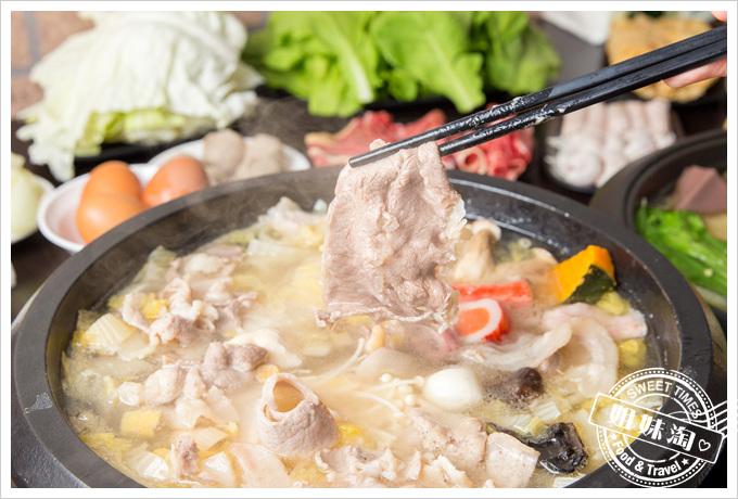 嘉義老牌石頭火鍋明誠店-人潮滿滿,料多新鮮豐富又實在,平價的飽足享受!