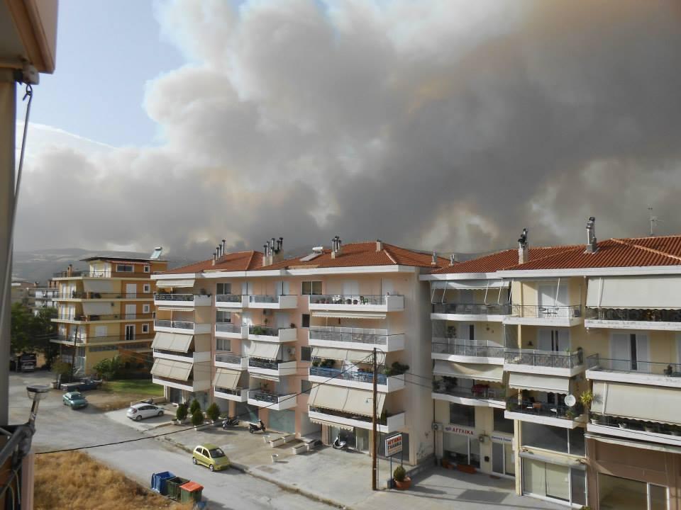 Αποτέλεσμα εικόνας για Φωτιά ανάμεσα σε σπίτια στη Λιβαδειά