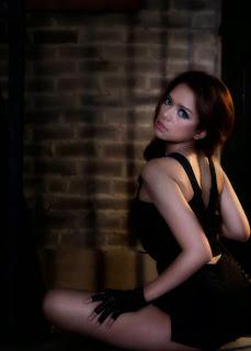 DJ Yasmin Yang Selalu Tampil Seksi Dan Hot