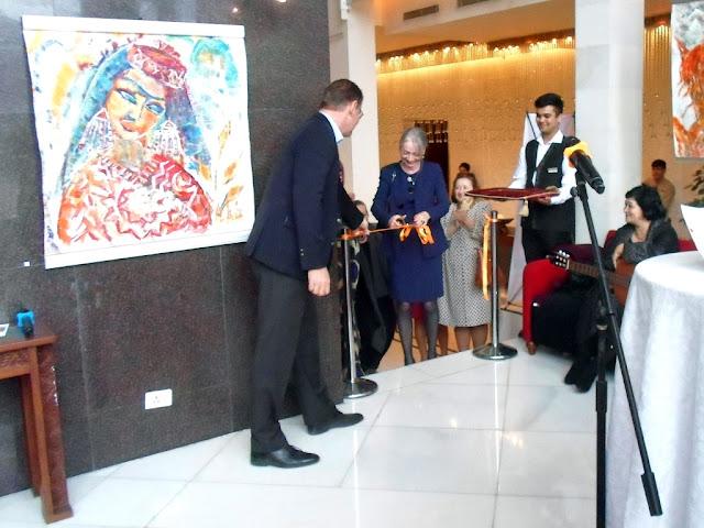 Персональная выставка художницы Ирины Дмитриевой-Ванн, гостиница Серена, Душанбе, Таджикистан - фото-обзор выставки