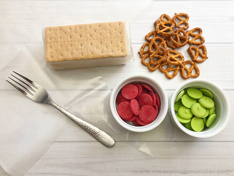 fun back to school snack idea - graham cracker apple snacks