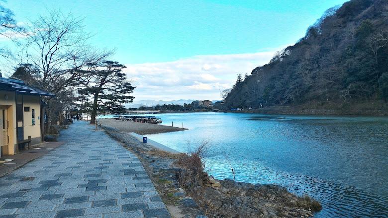 嵐山桂川旁散步