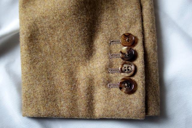 テーラード ジャケットの袖ボタン