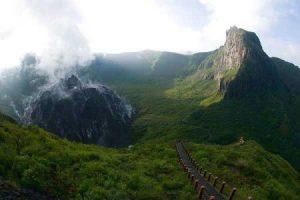 Gunung Kelud di Kediri, Pasca Letusan Tetap Miliki Pesona Wisata yang Menarik Para Wisatawan
