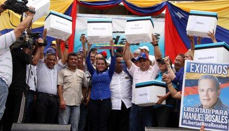 MUD Zulia recibe oficialmente las firmas de toda la región
