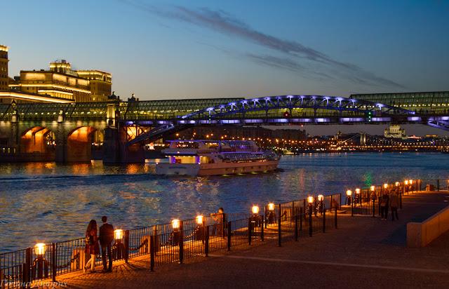 Андреевский мост ночью с подсветкой
