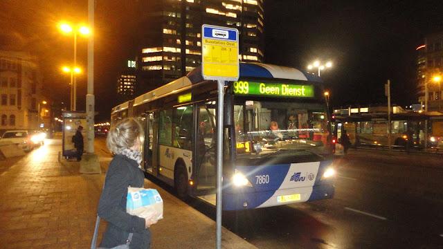 O ônibus em Utrecht com as compras do Albert Heijn to go