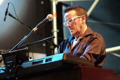 Michele Bon alle tastiere