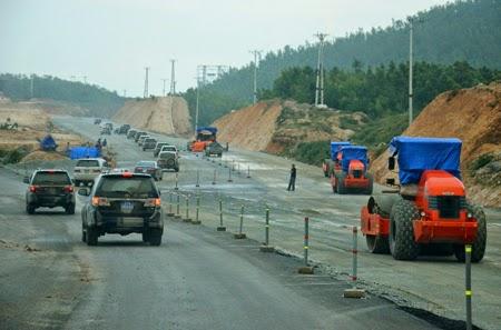 Bộ trưởng Thăng đề nghị Hà Tĩnh cấm mỏ nếu để xe chở quá tải
