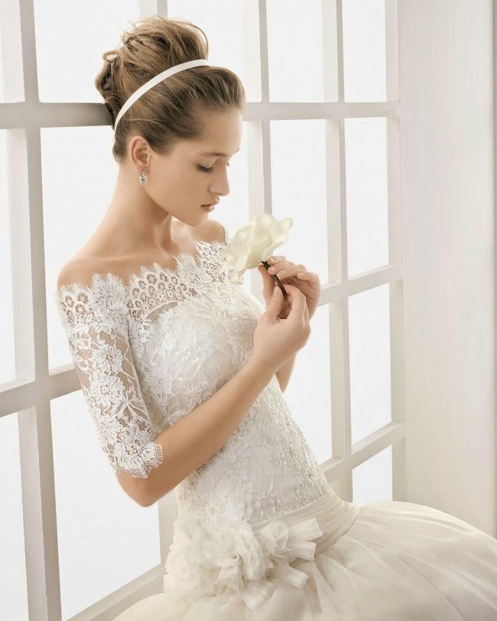 lace-wedding-gown-with-short-sleeves Uno dei modelli più amati dai nostri futuri sposini 2015Partecipazioni Pizzo