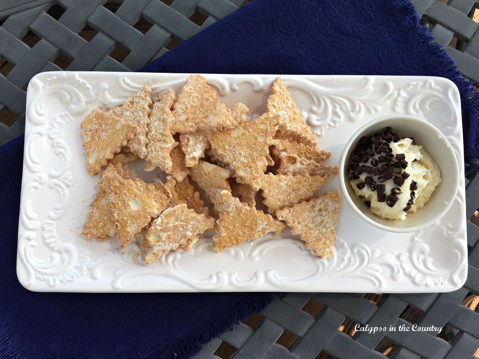 Cannoli Chips and Dip - Easiest Dessert Ever!