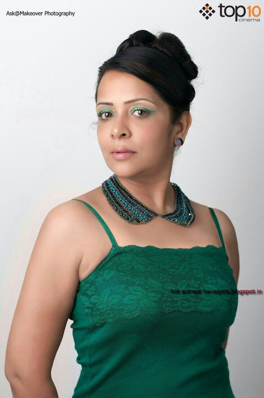 Actress Hot Navel Pics Devi Ajith-7753