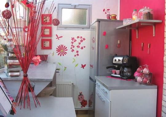 Lindas cocinas color rosa colores en casa for Accesorios decorativos para cocina