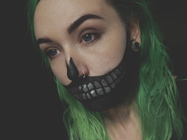Glitter Skull Halloween Makeup Look