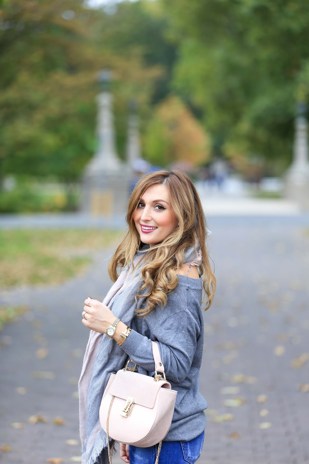 Fashionstylebyjohanna-Chloé Tasche-Lookalike Chloé.My Colloseum-Colloseum-grauer Pullover-xxl schal kombinieren-schwarze overknees-blogger aus Deutschland-deutsche Fashionblogger-aus-Frankfur