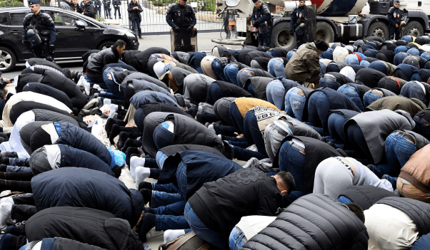 Police Forced to Act Against Mass Muslim Street Prayers After Residents complain