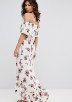 http://www.asos.fr/prettylittlething/prettylittlething-robe-longue-a-fleurs-style-bardot/prd/8219094/?clr=blanc&SearchQuery=robe+longue+fleuri&pgesize=36&pge=0&totalstyles=1306&gridsize=3&gridrow=2&gridcolumn=1