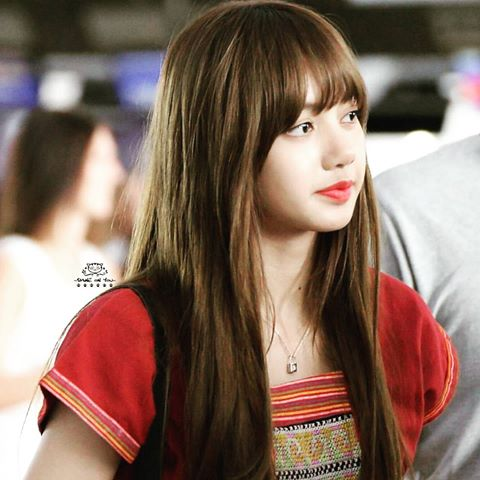 Blackpink Lisa Spotted Wearing Lv Necklace For Children With Urgent