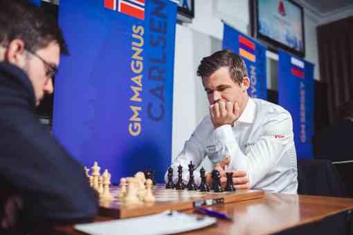 Le champion du monde d'échecs norvégien Magnus Carlsen a annulé ronde 1 face au Français Maxime Vachier-Lagrave - © Photo site officiel