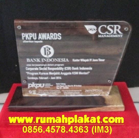 Pusat Pembuatan Plakat kayu Surabaya dan Malang, Jual Plakat Kayu Grafir Murah