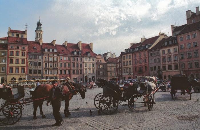Varsovie, Rynek Starego Miasta, © L. Gigout, 1990
