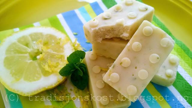 http://tradisjonskost.blogspot.no/2015/07/hjemmelaget-fudge-med-kokos-sitrus-og.html