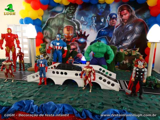 Mesa temática Os Vingadores - Festa de aniversário infantil