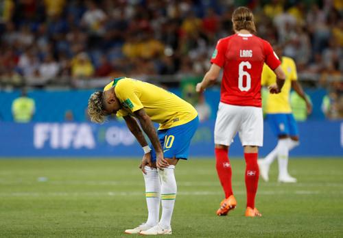 BÌNH LUẬN: Có một World Cup kì lạ 2
