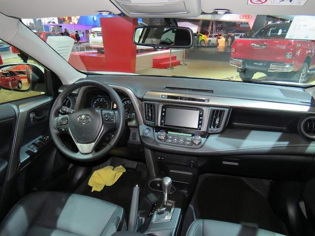 Nova Toyota RAV4 2017 - interior