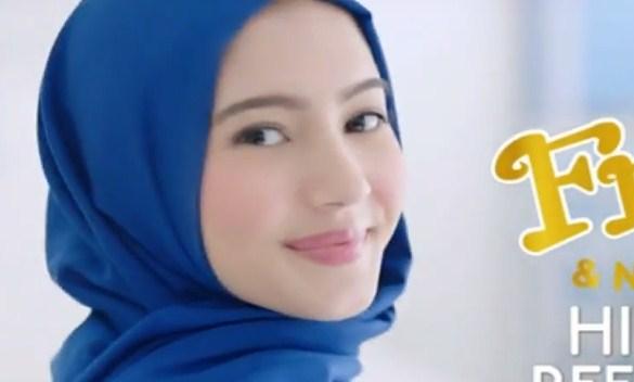cewek cantik model fres natural hijab refresh spray
