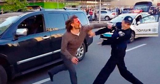 Excampeón de lucha se enfrenta contra siete policías