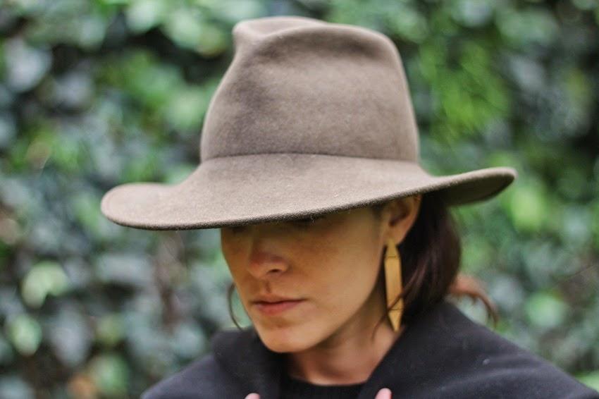 Aquí un look en honor a mis raíces del norte  sombrero Tardan (aunque estos  sombreros se hacen en el sur) eac05692f1d