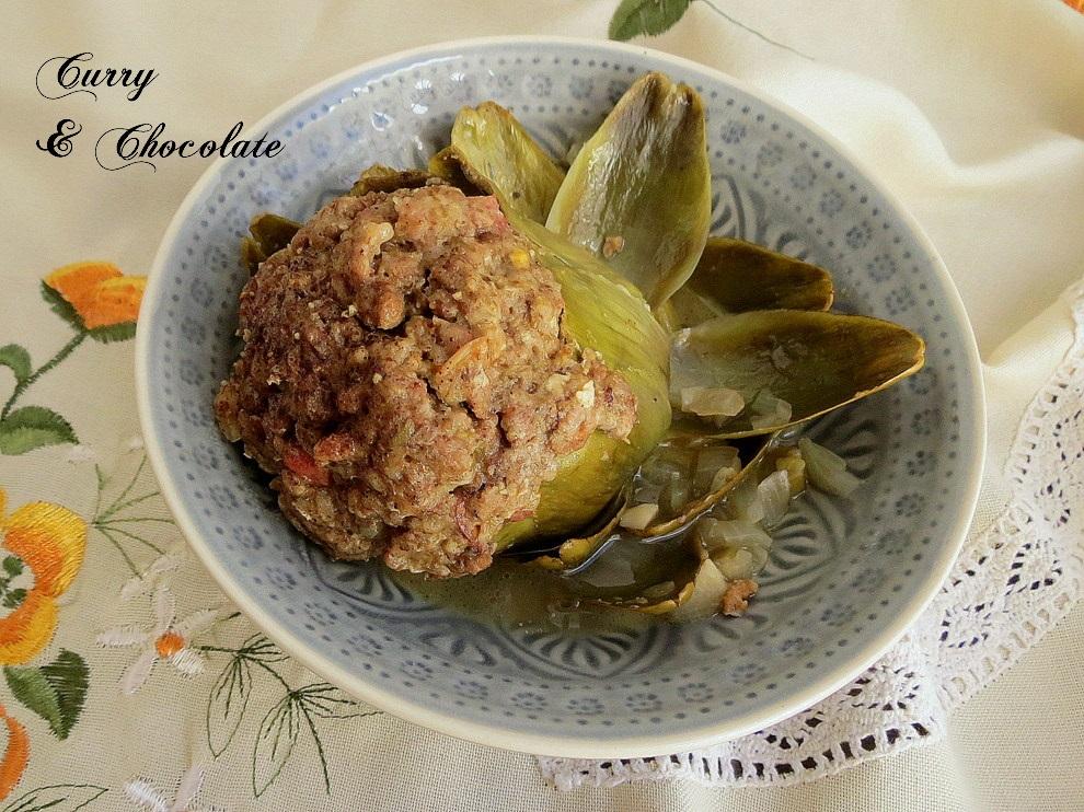 Alcauciles o alcachofas rellenos de carne picada y  jamón