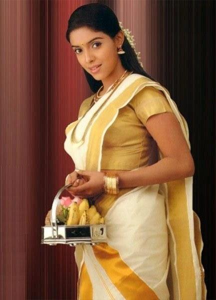 Kajal agarwal hot boob show desimasalaco - 4 6