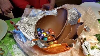 uovo di pasqua con cioccolato al latte