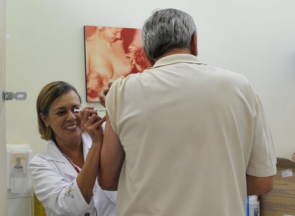 Apenas 53% do público-alvo foi vacinado contra gripe; campanha acaba na sexta