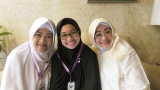 foto sama ibu2 sekamar, setelah check out hotel
