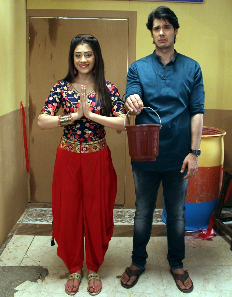 Nikhil Khurana as Pancham and Hiba Nawab as Elaichi in show Jijaji Chhat Per Hain