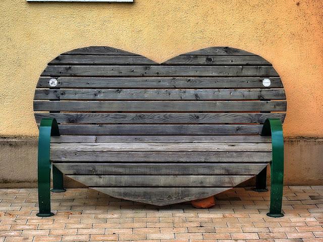 Original banco en forma de corazón
