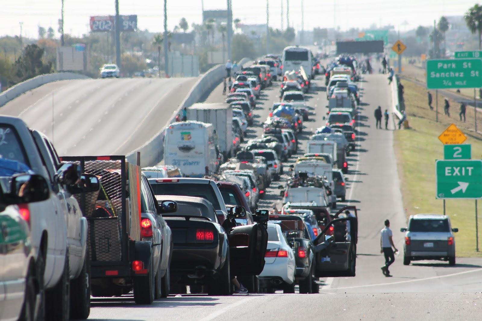 Crimen organizado se infiltra en aduanas de Tamaulipas y cobran cuotas de 300 dlls.