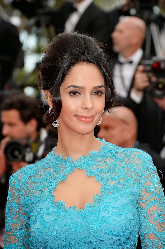 Mallika Sherawat Showing Her Sexy Curves In Blue Dress At 'Grace of Monaco' Premiere At Cannes Film Festival 2014 | Desifunblog